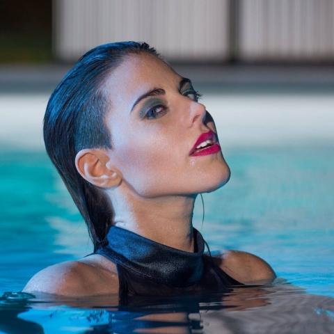 Model in water